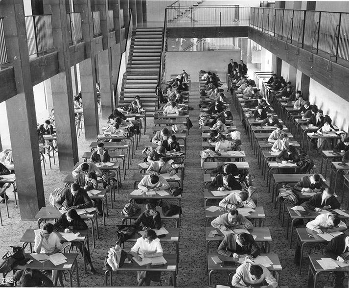 Examen en cours dans le bâtiment des Sciences et Techniques